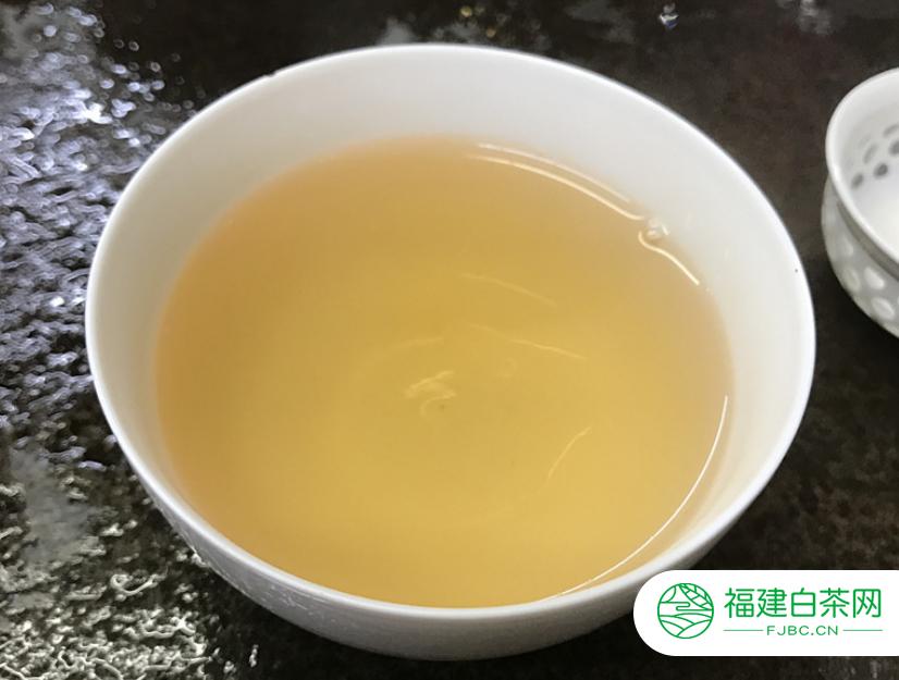 冲泡白茶的水温多少度