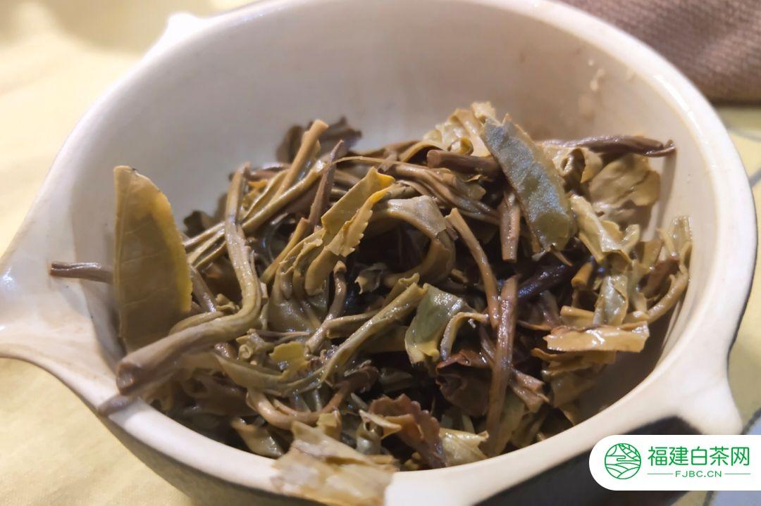 茶友良兄品饮勐麻河岩峰一妙:终于盼来了这泡茶,茶汤细腻绵滑