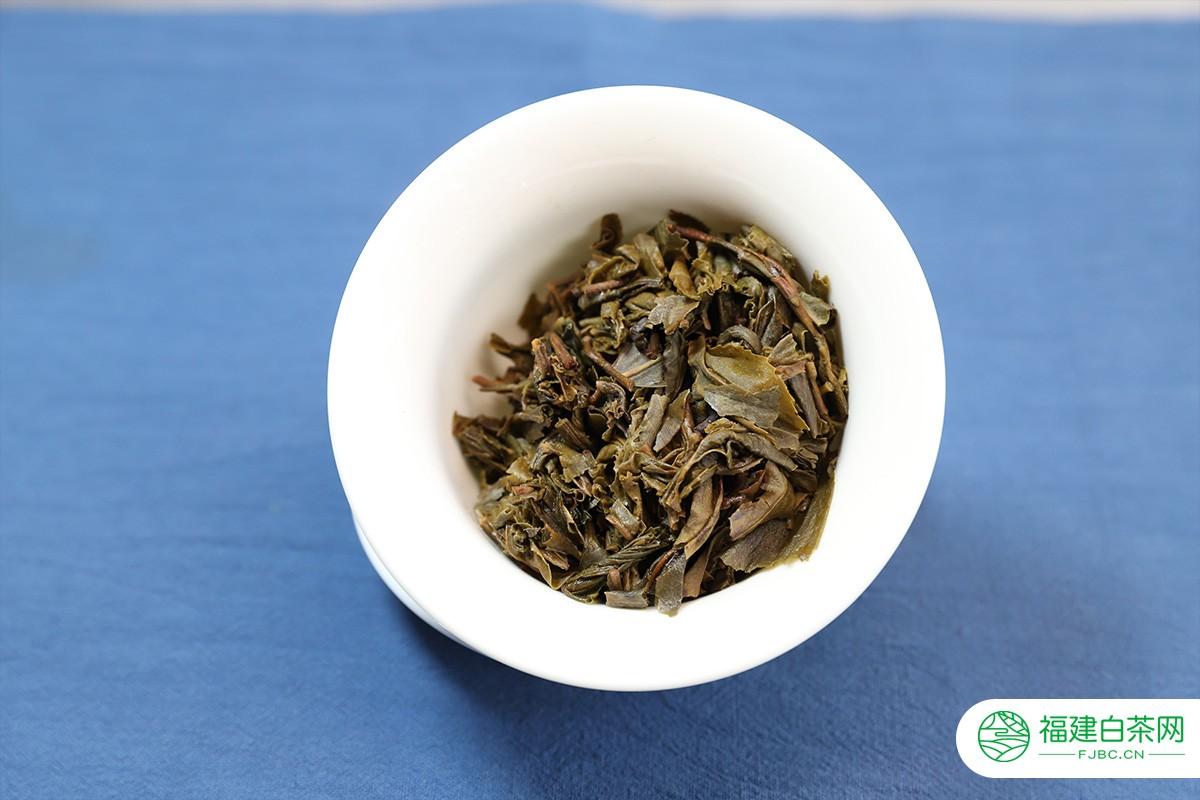 勐麻河七年陈期谷花生茶小二上茶开汤