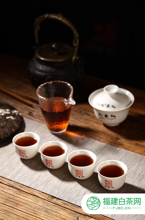 普洱熟茶的【轻发酵】和【重发酵】哪个更好?