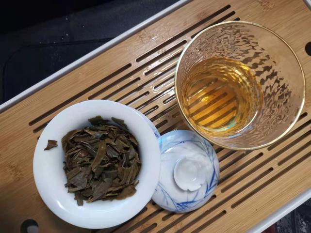 小茶控品鉴包の白莺山普洱茶:冬季贪恋生普 开汤5年老白莺山