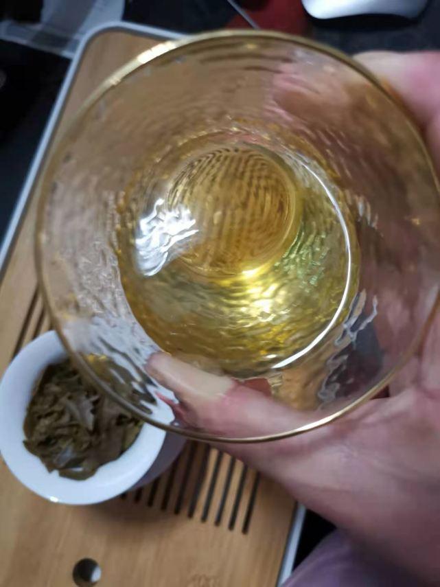 小茶控品鉴包の邦东老黄片:老茶人说好.新茶客嫌歹的普洱茶?