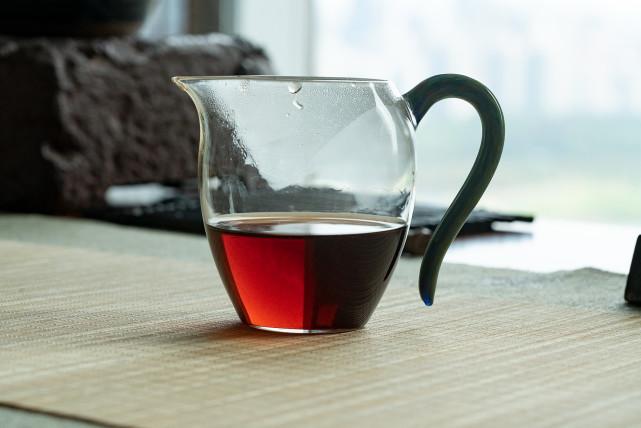 测评2010年何仕华景迈宫廷小饼熟茶,这茶饼也太可爱了吧?